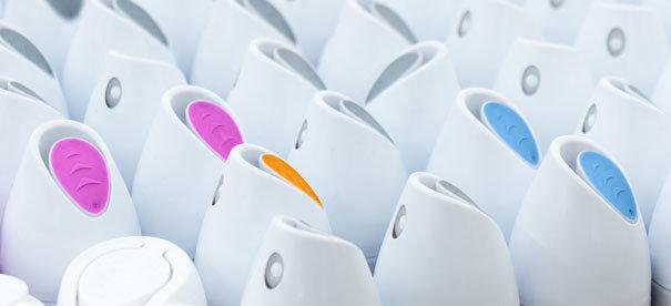 NeuroCheck Farberkennung bei Verschlusskappen von Deodorants (Abbildung © NeuroCheck)