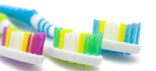 NeuroCheck Farberkennung bei Zahnbürsten zur Unterscheidung von Härtegraden (Abbildung © NeuroCheck)